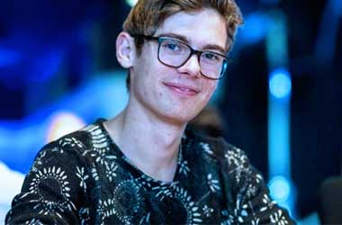 Fedor Holz Wins 2017 Triton Super High Roller Series